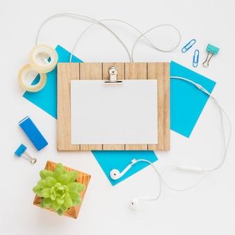 Design de mesa de escritório com mock-up