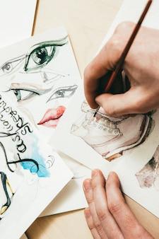 Design de moda. passatempo de ocupação criativa. artista masculino desenhando o modelo de sapatos.