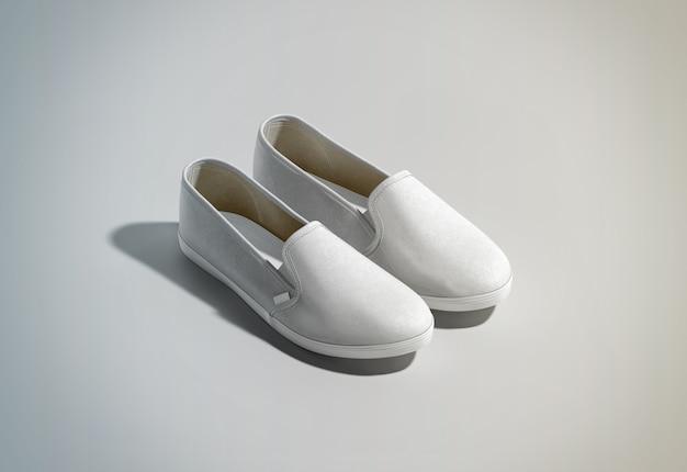 Design de par de sapatos slip-on branco em branco