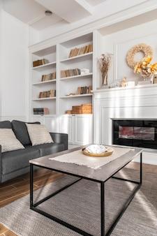 Design de sala de estar com sofá