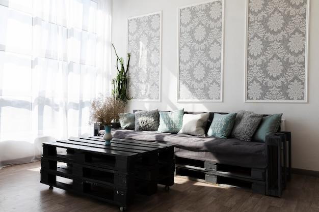 Design de sala de estar com um sofá confortável