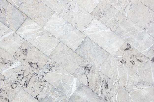 Design diagonal quadriculado de ladrilhos de mármore cinza usado como painel traseiro