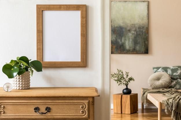 Design interior da sala de estar de estilo oriental com chaise longue moderna, cômoda, prateleira, cubo de madeira, travesseiro, plantas e acessórios pessoais elegantes. moldura na parede branca.