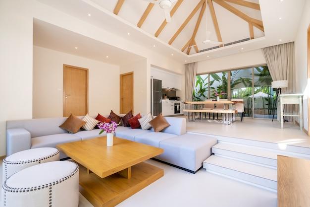 Design interior e exterior da sala de estar e de jantar em espaço aberto
