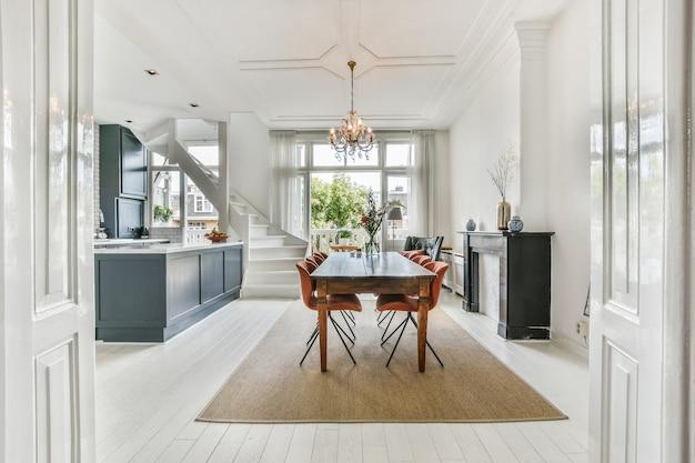 Design interior luxuoso e bonito da sala de jantar
