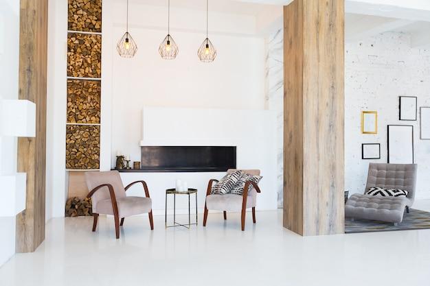 Design interior moderno e elegante de apartamento estúdio espaçoso e bem iluminado com móveis exclusivos