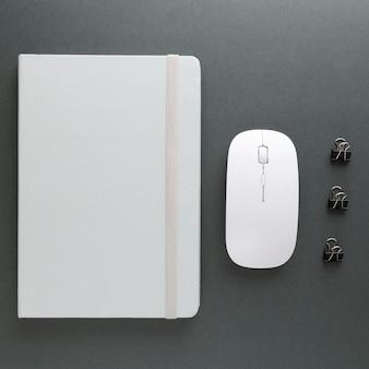 Design minimalista de mesa para casa