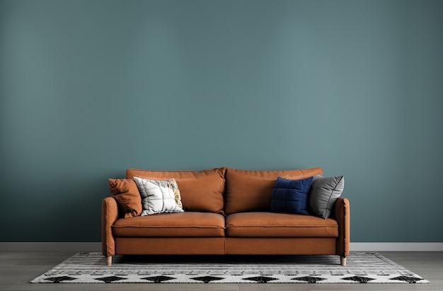 Design minimalista de sala de estar com um sofá