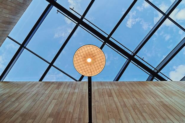 Design moderno abstrato do telhado com o teto aberto em estilo nórdico