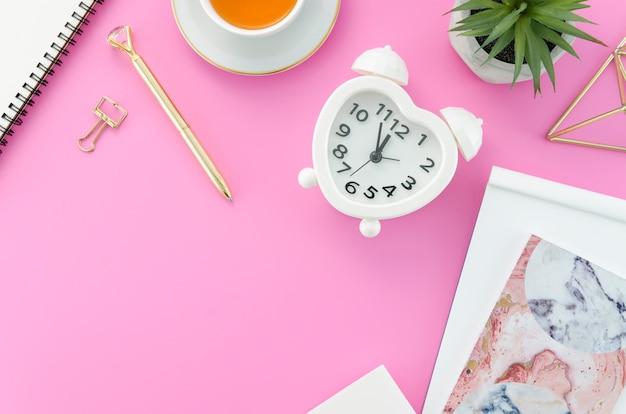 Desktop com relógio