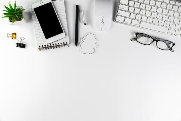 Desktop de negócios com elementos de escritório