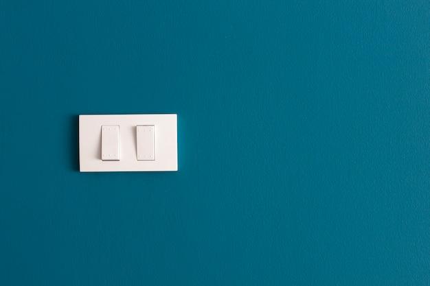 Desligue - ligue a parede azul.