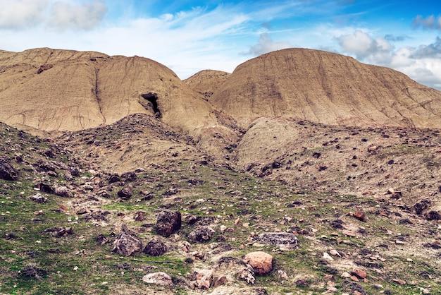 Desmoronamento de rocha na entrada da caverna