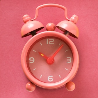 Despertador analógico rosa pastel