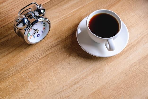 Despertador e café da manhã