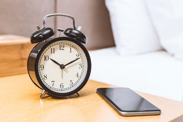 Despertador e móvel