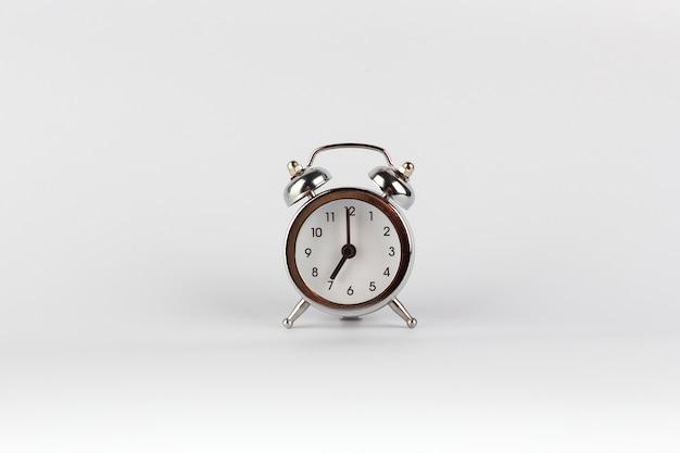 Despertador em estilo retro vintage às 7 horas