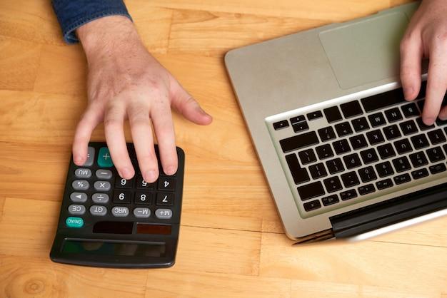 Despesas calculadoras do empresário