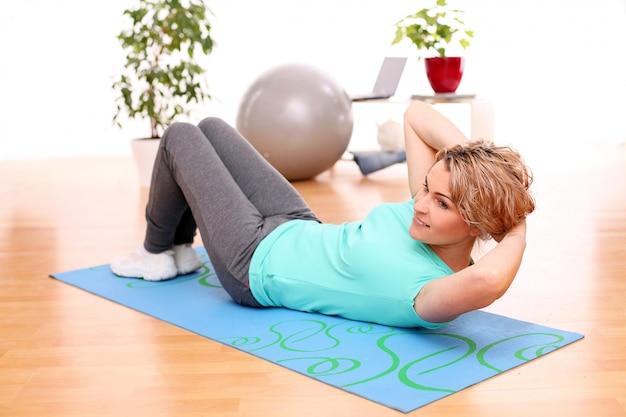 Desportista fazendo exercícios