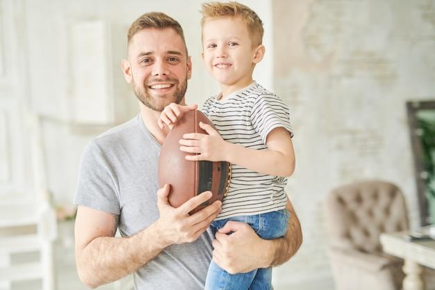 Desportista pequeno com pai