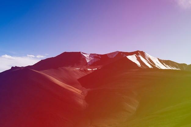 Destino de viagem indiano montanha skyscape atraente