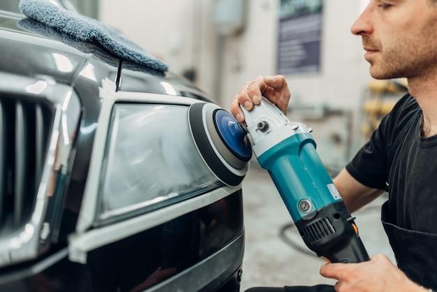 Detalhamento de faróis de carros com polidora