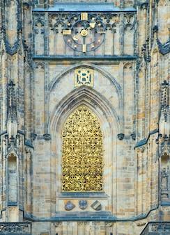 Detalhe arquitetônico na catedral de são vito no castelo de praga