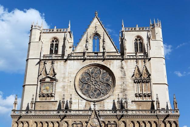 Detalhe da arquitetura da igreja de saint jean