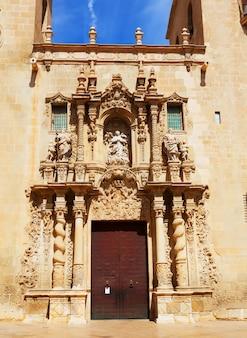 Detalhe da basílica de santa maria. alicante