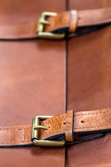 Detalhe da bolsa de couro