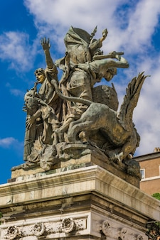 Detalhe da estátua ação em vittoriano em roma, itália