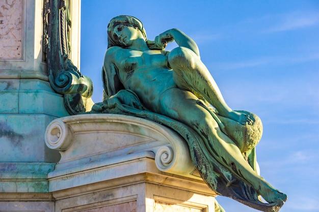 Detalhe da estátua de davi de michelangelo na piazza michelangelo em florença, itália