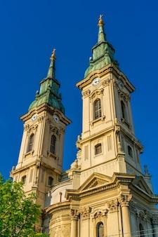 Detalhe da igreja ortodoxa sérvia da assunção da virgem santa em pancevo, sérvia
