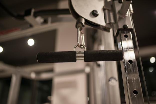 Detalhe da máquina de exercício no ginásio