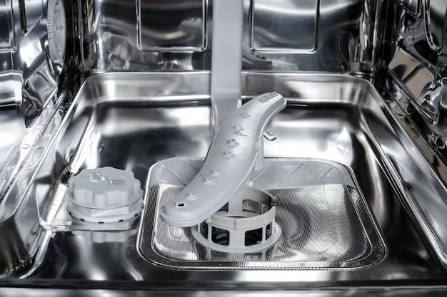 Detalhe da máquina de lavar louça, carruagem inferior