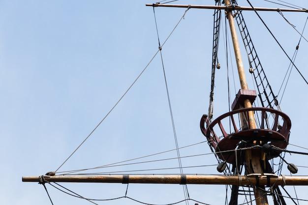 Detalhe da réplica do navio de sir francis drake, o pelicano