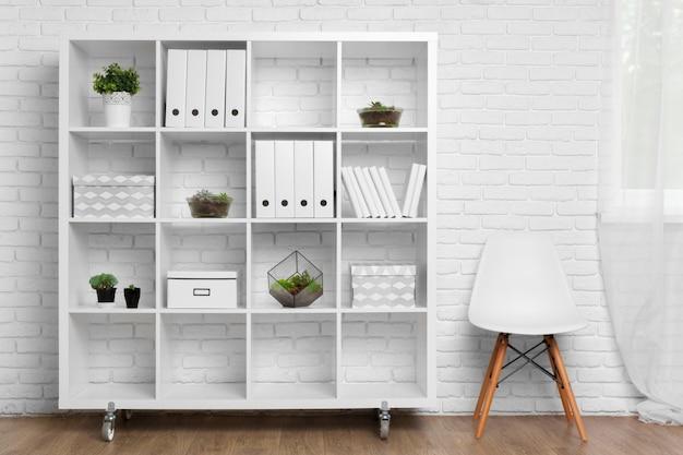Detalhe da sala de escritório moderno atrás do conceito de decoração de parede branca