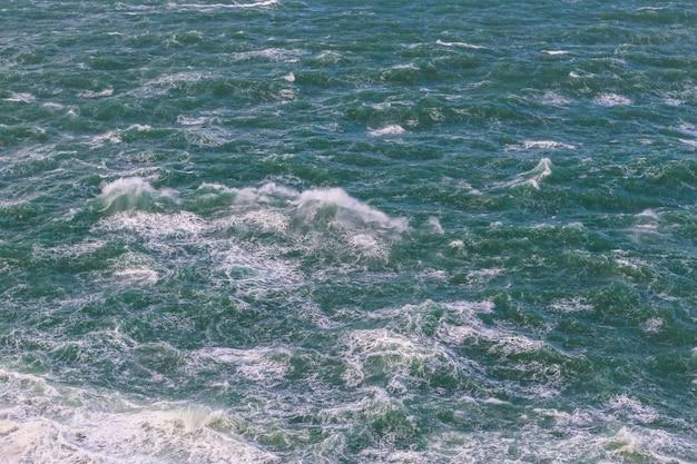 Detalhe da tempestade, a água ferve.