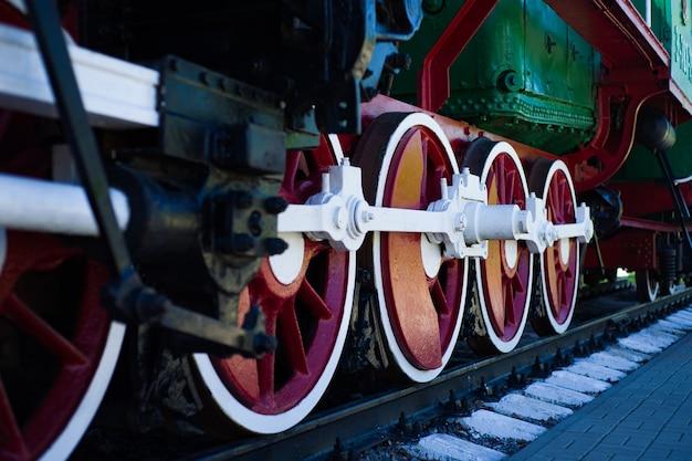 Detalhe das rodas de uma locomotiva de trem a vapor vintage