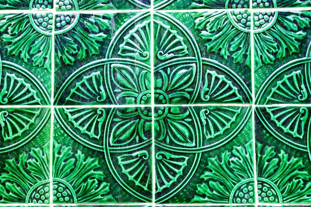 Detalhe de azulejos tradicionais na fachada da casa, porto, portugal