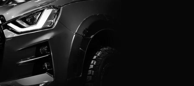 Detalhe de close-up em um dos faróis de led pickup truck em preto