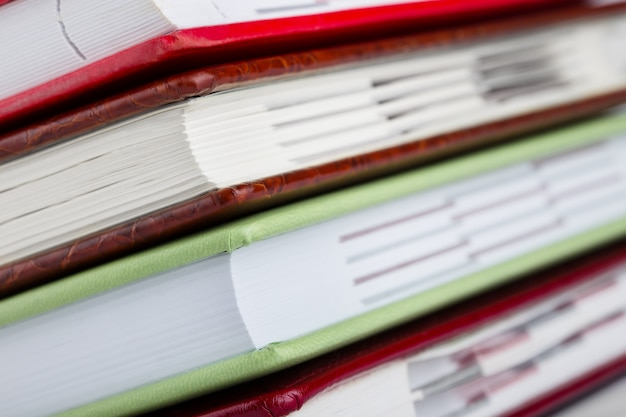 Detalhe de diários de uma pilha