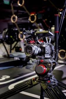 Detalhe de equipamento de câmera profissional, estúdio de produção de filme