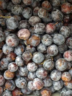 Detalhe de frutas de ameixa - comida vegetariana saudável - útil como pano de fundo
