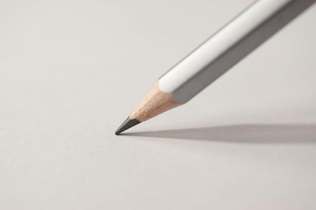 Detalhe de macro de uma grafite de lápis sobre um fundo branco