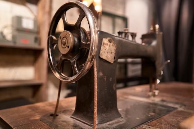 Detalhe de máquina de costura antiga