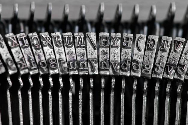 Detalhe de máquina de escrever portátil vintage