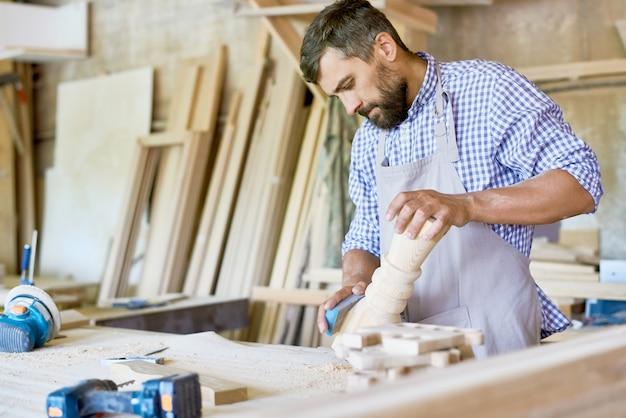 Detalhe de polimento de carpinteiro considerável