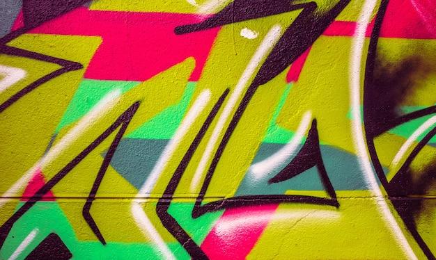 Detalhe de um grafite colorido em uma parede, fundo abstrato