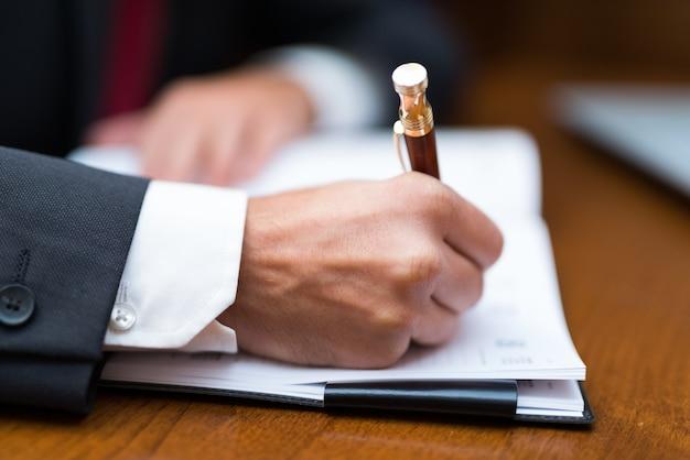 Detalhe, de, um, homem negócios, escrita, ligado, seu, agenda